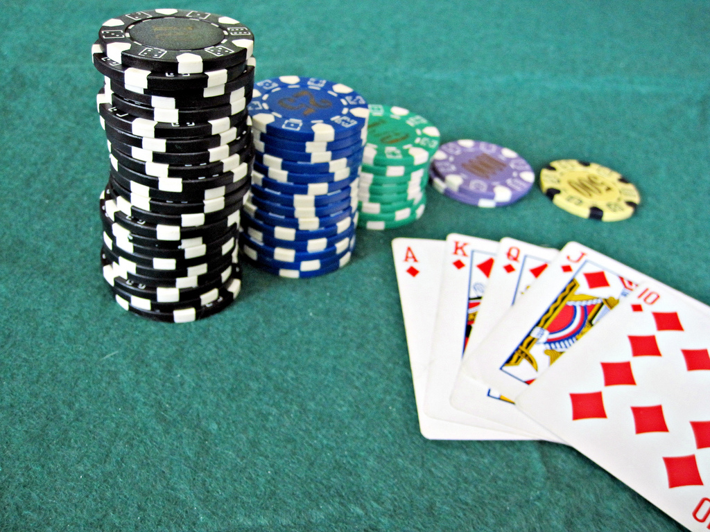 Playing Poker Online Games